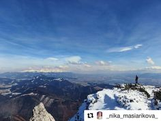 Majestátne... veľkolepé... #praveslovenske  od @_nika_masiarikova_  Špičkovo veterne na Choči  #slovakia #slovensko #mountains #adventure #hiking #rocks #hills #snow #winter #sky #bluesky #nature #landscape