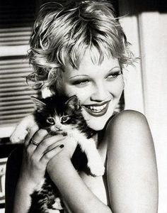 Drew Barrymore and her beloved cat posed in the black-and-white photo.