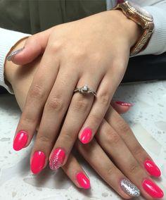 Hot hot holly by daisy & sterling glitter by kiara sky!!  #gelpolish #matthewsnc #mylovelynails #gelmani #daisy #kiarasky @laurafm__