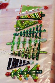 Site is in Russian, but has good ideas for melting beads to make Christmas ornaments
