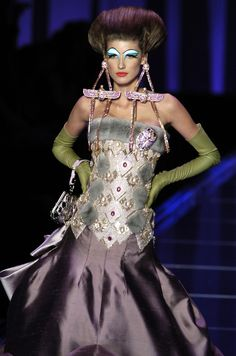 121 photos of Christian Dior at Couture Spring 2004.