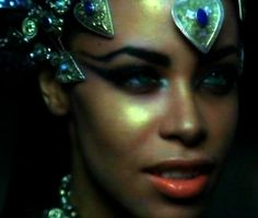 mine aaliyah queen of the damned akasha Source switchbladekiller Twilight Story, Rip Aaliyah, Queen Of The Damned, Aaliyah Haughton, Hip Hop, Gothic, Image Icon, Horror Films, Werewolf