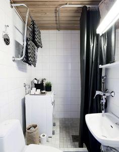 Suvi etsi kylpyhuoneeseen mustan suihkuverhon ja teki kompostipusseista säilytyspussit pesuaineille.