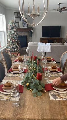 Christmas Dinner Set, Christmas Dining Table, Christmas Table Settings, Christmas Tablescapes, Christmas Home, Christmas Decorations, Christmas Party Table, Pinterest Room Decor, Table Setting Inspiration