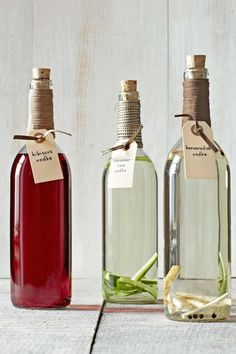 Homemade Food Gifts -If you really want to boost someone's holiday spirits, steep vodka with tangy hibiscus, refreshing cucumber and lime, or zesty horseradish. Decant your handiwork in beautiful bottles that cost about a buck apiece! Homemade Food Gifts, Diy Food Gifts, Edible Gifts, Homemade Liquor, Christmas Food Gifts, Holiday Gifts, Xmas Food, Holiday Drinks, Christmas Goodies