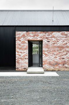 Modern Barn Form – Innovative Black Barn by Red Architecture