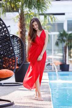 larisa costea, the mysterious girl, the mysterious girl blog, larisa costea blog, red dress, rochie rosie, rochie rosie lunga, long red dress, fashion blogger, girl by the pool,pool shooting, blogger, fashion, gold gladiators, romwe dress, diva charms, sandale gladiator, piscina, summer, summer look,tinuta de vara