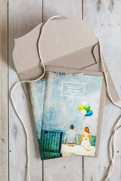 Colorful wedding invitation with a photo of the couple. Design : Atelier Invitation