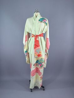 1960s Vintage Silk Kimono Robe Furisode / Dressing Gown Robe - ThisBlueBird…