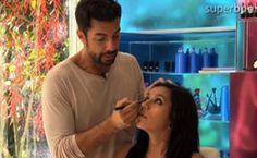 O consultor de beleza do '  Superbonita  ', Fernando Torquatto, ensina a maquiar os olhos com lápis e sombra preta, criando um visual...