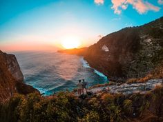 The greatest gift my parents ever gave me was my brother @kjetilfs . . . . . #kelingkingbeach #kelingking #brother #brotherhood #bestfriends #qualitytime #indonesia #nusapenida #sunset #goldenhour #dreamcatcher #dreamspots #explore #gopro #goprofamily #goprohero6 #incredible #travelling #reality #thx #dope # #nature #naturephotography #life #is #awesome