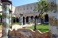 Il Complesso Monumentale di Santa Chiara è un edificio di culto di Napoli, tra i più importanti e grandi complessi monastici della città.Fu innalzato dal 1