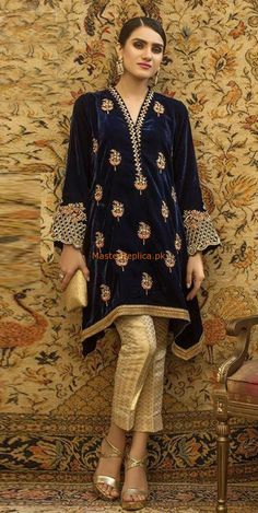 Bright and colourful, this Navy Blue Velvet Straight Pant Suit which will instantly catch your fancy. This V neck and Full Sleeves apparel adorned with resham, zari and stone work. Pakistani Fashion Casual, Pakistani Wedding Outfits, Pakistani Dresses, Indian Outfits, Velvet Pakistani Dress, Pakistani Dress Design, Kurta Designs, Velvet Dress Designs, Velvet Kurtis Design