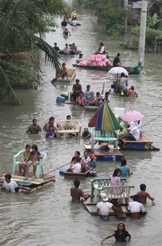 phillappines typhoon | Philippines 'state of calamity': Tens of thousands flee new ...