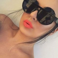 Sunglasses☼@KortenStEiN Ray Ban Sunglasses Outlet, Oakley Sunglasses, Mirrored Sunglasses, Sunglasses Women, Nose Piercing Tips, Cute Piercings, Lip Stud, Nose Stud, Petite Fashion