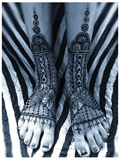 morrocan henna foot tattoo