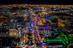 Niesamowite nocne lotnicze zdjęcia Las Vegas. Fotograf: - To było jak z 'Blade Runnera'