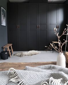 Ikea hack: Onze zwarte Ikea Pax kasten 🖤 in love with our ikea pax wardrobe -. Ikea hack: Onze zwarte Ikea Pax kasten 🖤 in love with our ikea pax wardrobe – Melanie – Ikea Bedroom, Ikea Pax, Interior Design Bedroom, Bedroom Decor, Ikea Wardrobe, Cheap Home Decor, Interior, Bedroom Design, Ikea Pax Wardrobe