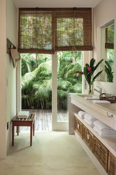 woven wooden blinds/shades to accentuate the tropical theme - room decor ideas