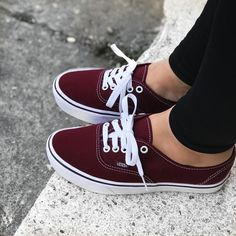 A imagem pode conter: sapatos Tenis Vans, Vans Authentic, Pretty Shoes, Cute Shoes, Nike Sb, Vans Shoes, Shoe Collection, Tennis, Fashion Shoes