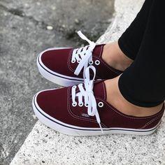 Cute Sneakers, New Sneakers, Cute Shoes, Sneakers Fashion, Vans Authentic, Sock Shoes, Vans Shoes, Shoes Wallpaper, Vans Outfit