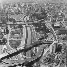 Complexo Viário Parque D. Pedro II em 1971 com o Viaduto Glicério, Viaduto Diário Popular, Palácio das Indústrias, Viaduto 31 de Março, foto de Ivo Justino – Acevo do Museu da Cidade