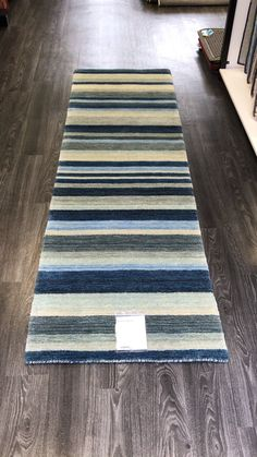 Carpet Runners On Stairs Pictures Code: 1388001526 Hallway Carpet Runners, Hallway Rug, Carpet Stairs, Pallet Tv Stands, Plush Carpet, Grunge Room, Target Home Decor, Bed Runner, Rugs Online