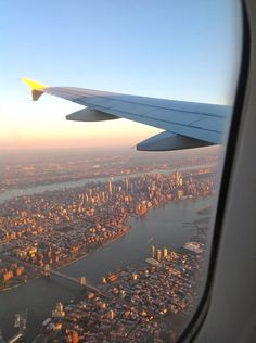 New York Trip: Things to Do - SevenLayerCharlotte New York Life, Nyc Life, City Aesthetic, Travel Aesthetic, Avion New York, Airplane Window View, Plane Photography, City Vibe, Dream City