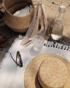 Anyone up for a beach day? Beige Aesthetic, Summer Aesthetic, Summer Feeling, Summer Vibes, Fall Inspiration, Photography Beach, Hipster Photography, Beach Day, Summer Beach