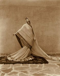 """miss-flapper: """" wehadfacesthen: """" Ruth St. Denis in performing her dance Tagore Poem, photo by Soichi Sunami. """"Miss Ruth"""" was a modern dance pioneer who, with her partner Ted Shawn, founded the. Modern Dance, Contemporary Dance, St Denis, Picasso Paintings, Face Paintings, Photo Vintage, Retro Mode, Women In History, Vintage Photographs"""