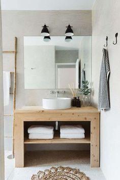 Come arredare il bagno in stile naturale - Mobile lavabo in legno chiaro