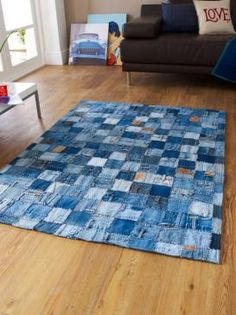 Denim Patchwork Rugs in Blue - Free UK Delivery - The Rug Seller Not a Bag, but cool Upcycled Denim Rug An great idea for recycling redundant denim - a patchwork rug made of old jeans. How many jeans are thrown away each year globally - we don't know the Patchwork Denim, Denim Rug, Patchwork Rugs, Denim Quilts, Diy Jeans, Jean Crafts, Denim Crafts, Tapetes Diy, Jeans Recycling