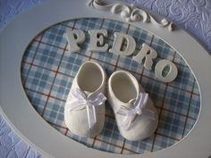 Moldura Oval Tamanho 33 cm X 23 cm Pode ser feito em outros fundos, combinando como quartinho do bebê Vai com o nome Prazo de Produção: 10 dias R$95,00
