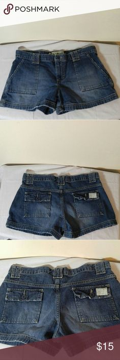 American Eagle. Denim Shorts Sz 6 American Eagle Shorts Sz 6-great condition!! American Eagle Outfitters Shorts Jean Shorts