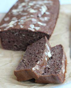Gezond chocolade-bananenbrood. Dit chocolade-bananenbrood is niet alleen heel erg lekker, hij is ook nog eens gezond! | #FlairNL flairathome.nl