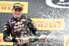 Champagne voor Max Verstappen in Oostenrijk.