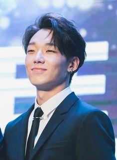 n which slide is your fav hair of Bobby Kim Jinhwan, Chanwoo Ikon, Yg Entertainment, K Pop, Ikon Member, Ikon Kpop, Warner Music, Ikon Debut, Ikon Wallpaper