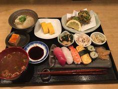 """900円のお得なお寿司とおばんざいのランチ!「すしと酒 手水や(ちょうずや)」@柳馬場蛸薬師の路地奥の巻っす - Kyotopi [キョウトピ] 京都がもっと""""好き""""になる。 Asian Recipes, Gourmet Recipes, Ethnic Recipes, Kyoto Japan, Restaurant Recipes, Foodie Travel, Japanese Food, Sushi, Food And Drink"""