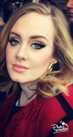 Adele … (Best Eyeliner For Older Women) Adele Love, Adele Style, Adele Makeup, Adele Eyeliner, Winged Eyeliner, Adele Eyes, Beauty Makeup, Hair Beauty, Wedding Hair And Makeup