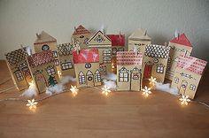 Adventskalender Dorf, Häuser, Stadt Handarbeit aus Papiertüten zu befühlen