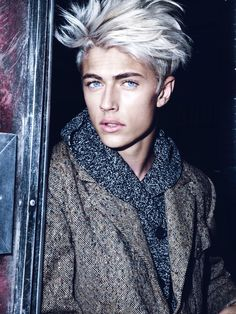 Lucky Blue Smith as Evlet schattenprotokoll. Lucky Blue Smith as Evlet schattenprotokoll. Lucky Blue Smith, Beautiful Boys, Gorgeous Men, Pretty Boys, Beautiful People, Grey Hair, White Hair, Hair Men Style, Arte Fashion