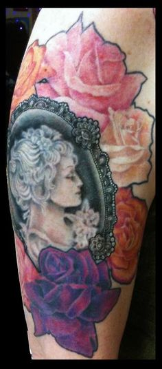 Laura's Victorian Cameo w/ Roses.