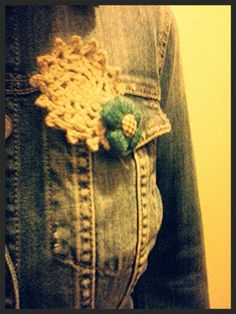 Crochet broochs