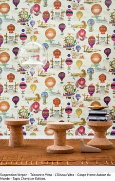This wallpaper shows a group of flying machines taken from French engravings dating from 1770. It evokes the first hot-air balloon flights. Non-woven backing. This untrimmed wallpaper is sold by the meter. This design is also available as a fabric: F2134.