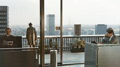 """Créateur d'un univers poétique unique, Jacques Tati a pourtant su décrire les évolutions de la France avec une finesse rare. Société de consommation, démocratisation des loisirs, fascination pour la """"modernité"""", urbanisation sauvage, le réalisateur de """"Playtime"""" et """"Mon oncle"""" a subtilement dépeint la France d'après-guerre dans une oeuvre qui a marqué l'histoire du cinéma. A travers …"""
