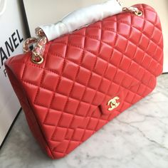 Chanel 2.55 woman classic flap bag maxi size lambskin red gold chain