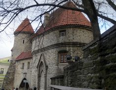 section of the medieval wall and towers 12th Century, Towers, Medieval, Mansions, House Styles, City, Wall, Tours, Manor Houses