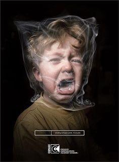 Esta imagen me ha resultado bastante llamativa por la cara del niño. Intenta decir que los niños o simplemente los ''no fumadores'' lo pasan muy mal al respirar el humo del tabaco, sin culpa, y por si fuera poco, terminan pagando los daños de esta droga sin practicar uso alguno.
