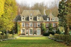 Beautiful Buildings, Beautiful Homes, Magic Places, French Country House, House Goals, Cottage Homes, Curb Appeal, Exterior Design, Future House