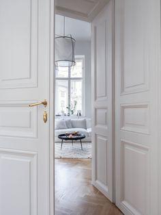Home Interior Design And Makeover Tips – BusyAtHome Interior Design Minimalist, White Interior Design, Luxury Homes Interior, Contemporary Interior Design, Luxury Home Decor, Home Interior, Interior Architecture, Interior Decorating, Scandinavian Interior